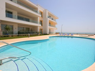 Beach View Apartment - Deluxe 3 bedrooms with stunning sea views, Porto do Mos