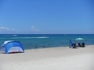 Special Dec 17 thru Dec 25 .... 4 Night Minimum. Enjoy the Beach & Sunshine!