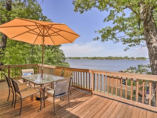 NEW! Pittsburg House on Lake Bob Sandlin w/ Dock!