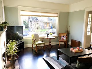 2BR Old World Charm Craftsman in Wallingford