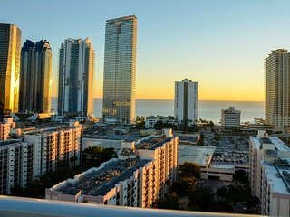 3-512 .Captivating Luxurious 2 BDRM in MIAMI
