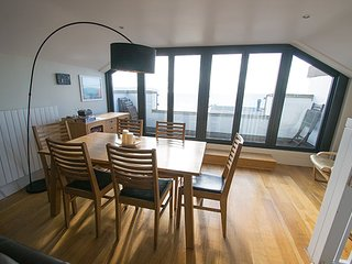 8 Little Beach A delightful sea front apartment with views over Bay