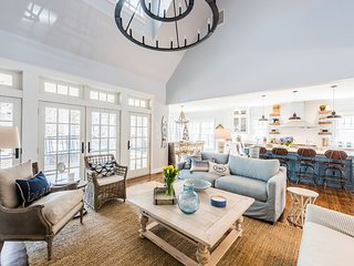 KULIJ - Stylish Custom Coastal Design Home, Luxury Appointments, Heated Pool, Po