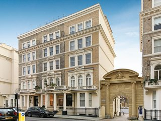 Prestigious flat in period building, near museums