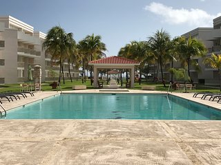PEACEFULL & CHARMING_ GROUNFLOOR_2BEDROOM/2BATH PRIVATE BEACH APARTMENT