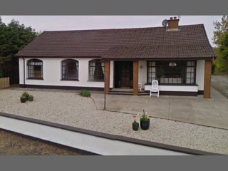 Spacious 4 bedroom bungalow 2.5 miles from Ballyliffin Golf Course
