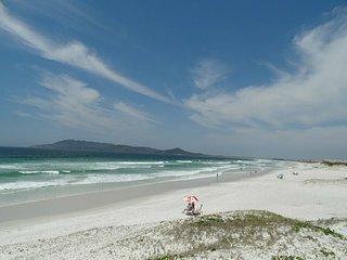 Apto Frt Praia das Dunas, Prox a Praia do Forte