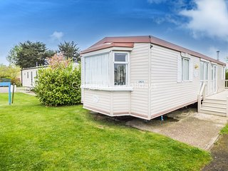 6 Berth Caravan in Breydon water Holiday Park Pet Friendly Ref 10028 Castle Walk