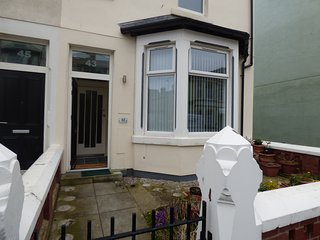 Blackpool Holiday House - Sleeps 6 - 3 Bedrooms