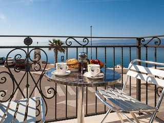 Riva Mare★1 BR apt in the center★breakfast★sea view balcony