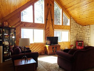 Mountain Getaway - Blue Lake Springs Rec Center Access!