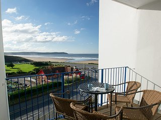 6 Narracot - Stunning views and minutes from the beach!