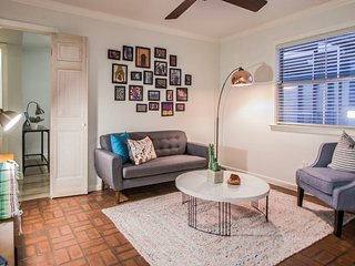 Charming 1 Bedroom Near Best of Downtown
