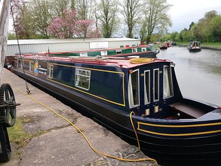 UKvacationsAfloat-Private narrowboat hire from the Heart of the English Midlands