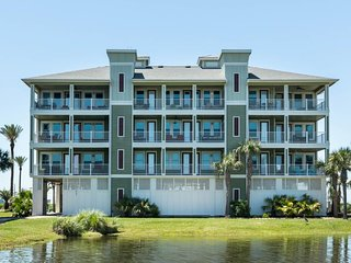NEW LISTING! Dog-friendly, spacious waterfront condo with shared pool & hot tub