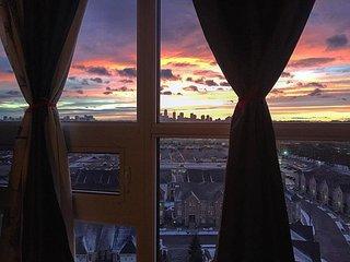 Bright/ Modern Corner Penthouse Near Sunnybrook/ Leaside - 270 Panoramic Views!