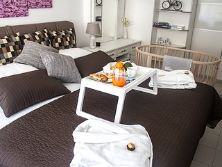 Arka Zagreb Apartment - free Netflix - breakfast - limousine transfer - parking