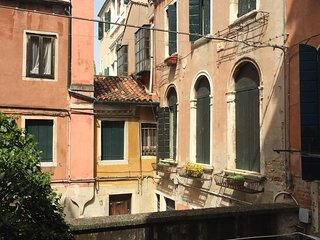 Ca' Giovanni - Charming and Romantic apartment with Wi Fi and Jacuzzi shower