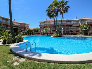 Girasol Apartment *La Senia, Apartamento con Piscina