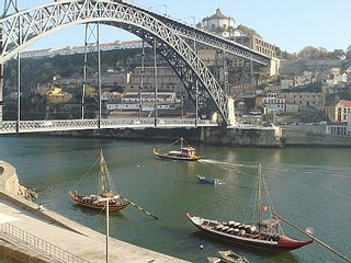 Historic Oporto Apartment at Unesco heritage center in front wine caves