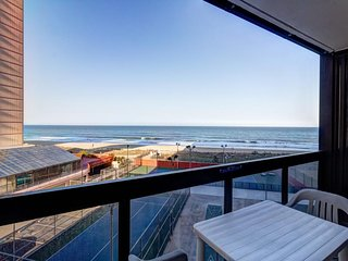 NEW LISTING! Cozy, waterfront condo w/ocean view, shared pool & beach access