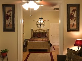 SUPER HOST! SLEEPS 8! Midcity Canal Trolley $1.25