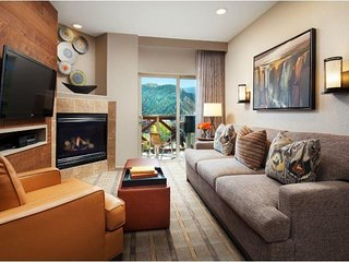 Cozy Condo w/ Free WiFi, Free Parking, Resort Heated Pool & Shuttle Service