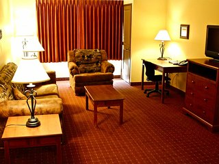 Wyoming Western Lodge- 2 bedroom -2 bathroom- full living room-kitchen -sofa bed
