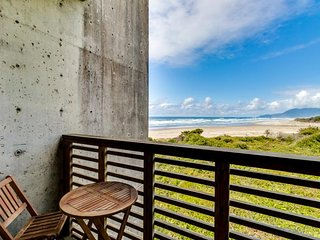 Oceanfront, dog-friendly condo w/ 2 balconies & incredible beach/ocean views!