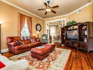 Two-story Galveston getaway w/enclosed yard-close to town & beaches