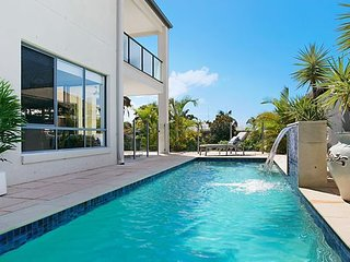 Escape to the Coast- North Waterfront- Skyline views- Broabeach Waters.
