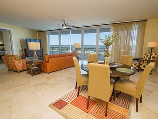 Fall Into A Vacation ~ Bay Front ~ Great Amenities ~ All Tile ~  Bella Luna 905~