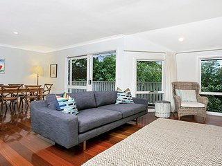 ALAN1 - Leafy Tranquil Home in Premier Location