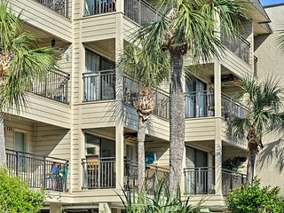 Hilton Head Condo in Seaside - Walk to Coligny!