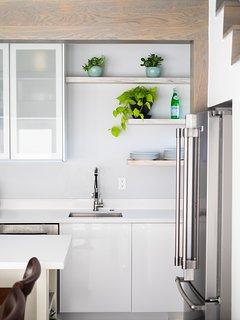 Clean minimalistic design.