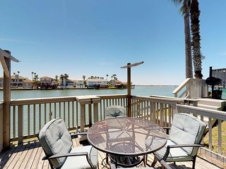 Bayfront condo w/ shared pool, bay views from deck, near beaches & park!