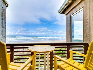 Gorgeous oceanfront condo with great ocean views, shared hot tub & beach access