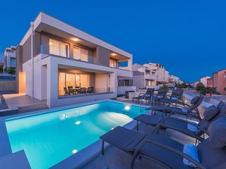 Dario 3. lux accommodation with a private pool for 12