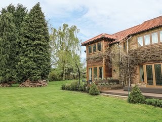 LAKE VIEW, extensive grounds, lake nearby, rural location, near Nottingham