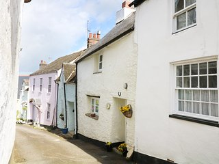 COBWEBS COTTAGE, open-plan living, WiFi, nr River Dart, Ref 981964