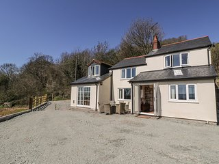 VIEW COTTAGE, detached, multi-fuel stove, near Llandrinio, Ref 955436