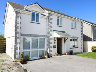 RIDGEBACK HOUSE, fabulous modern detached house, enclosed garden, village locati
