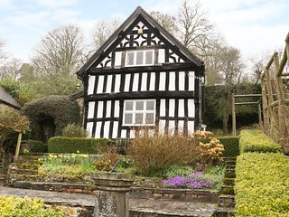 WELL COTTAGE, timber framed, countryside views, Shropshire Hills AONB, Ref 95760