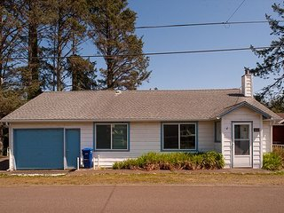 Enjoy an affordable beach getaway for up to 6 guests in Lincoln City, Oregon!