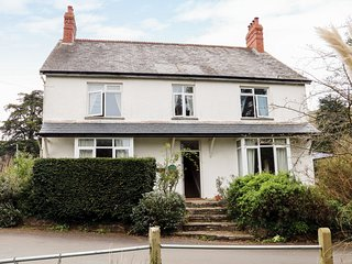 WHITES MEADOW, large detached cottage, four bedrooms, WiFi, in Bicknoller, Ref