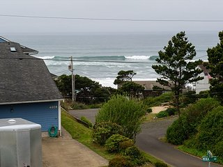 Beautiful oceanviews only moments from the beach at Sullishak in Depoe Bay!