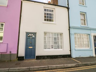 THE OLD TUCK SHOP, pet-friendly, character, spacious retreat, in Deal, Ref 97409