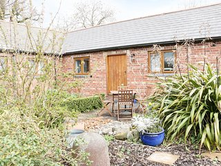 ACORN COTTAGE 1, open-plan living, countryside views, en-suites, Ref 974817