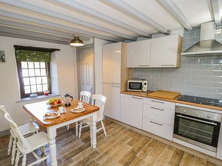 EDMUNDS COTTAGE, exposed beams, WiFi, Smart TV, in Crakehall, Ref. 971968