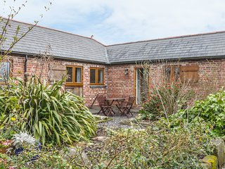 ACORN COTTAGE 2, exposed beams, stable conversion, countryside, Ref 980350
